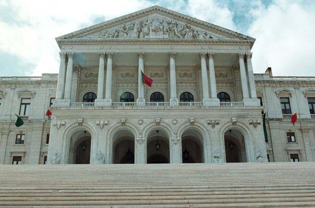 Assembleia da República aprova audições públicas sobre nova lei das armas